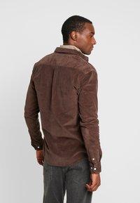 Kronstadt - JOHAN - Camisa - chocolate brown - 2