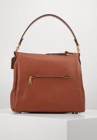 Coach - SHAY SHOULDER BAG - Handbag - saddle - 2