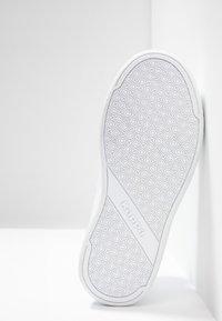 Kappa - MANGAN - Sports shoes - white/red - 5