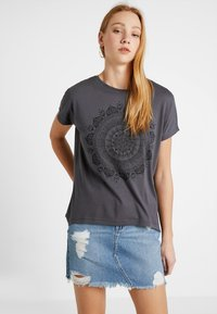Even&Odd - T-shirt med print - anthracite - 0