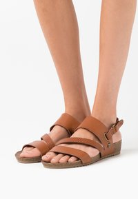 Mustang - Wedge sandals - cognac - 0