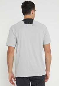 adidas Golf - ADICROSS NO SHOW TRANSITION  - Print T-shirt - grey two - 2