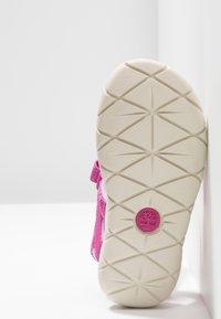 Timberland - PERKINS ROW 2-STRAP - Sandalias de senderismo - medium pink - 5
