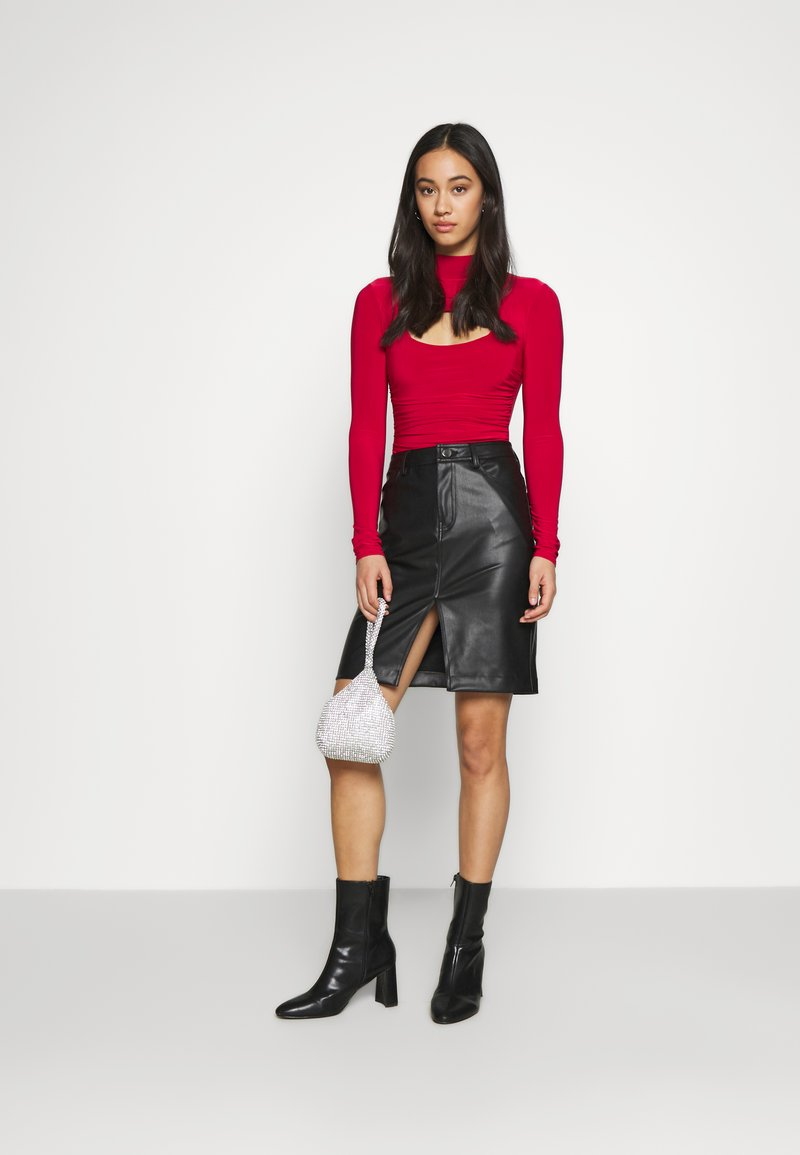 Missguided - HIGH NECK CUT OUT RUCHED WAIST - Long sleeved top - red