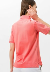 BRAX - STYLE CLEO - Polo - coral - 2