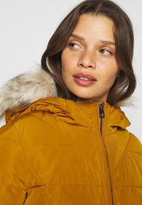 Vero Moda Petite - VMMOLLIE SHORT JACKET - Light jacket - buckthorn brown - 4
