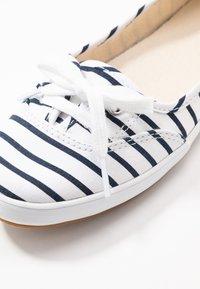 Keds - TEACUP BRETON - Baskets basses - white/navy - 2