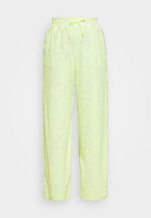 CITY TRAIN PANT - Pantalon de survêtement - barely volt/spruce aura/reflect black