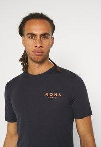 Mons Royale - CADENCE - T-shirt basic - iron - 3