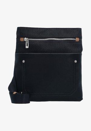 MAVERICK  - Across body bag - black
