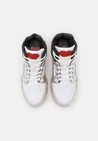 Love Moschino - TREKK - Bottines à plateau - white - 4