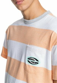 Quiksilver - Print T-shirt - apricot full charge - 4