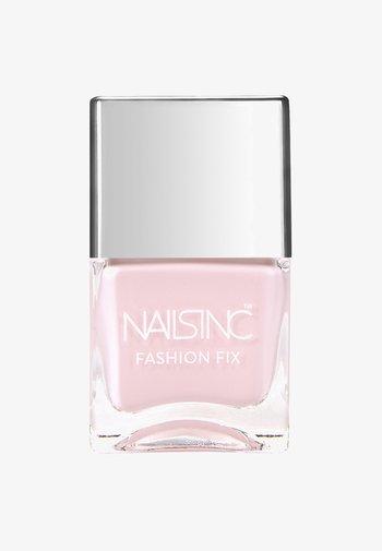 FASHION FIX - Nail polish - pastel pink-vintage tee