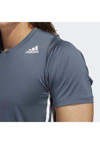 adidas Performance - FREELIFT 3-STRIPES T-SHIRT - Camiseta estampada - green - 4