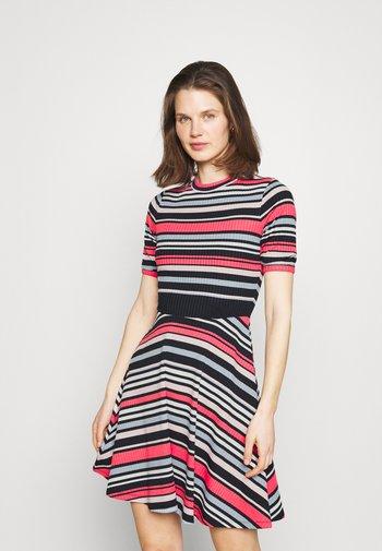STRIPE DRESS - Strikket kjole - dark blue