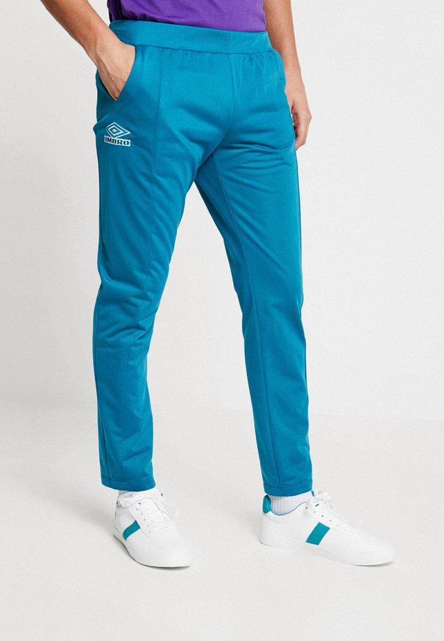 ROYALE DARTED TAPERED PANT - Teplákové kalhoty - ocean depths/white