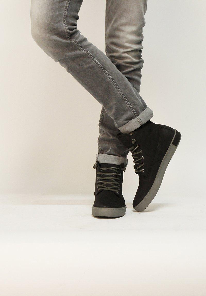 Blackstone - Snörstövletter - black