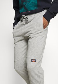 Dickies - BIENVILLE - Teplákové kalhoty - grey melange - 3