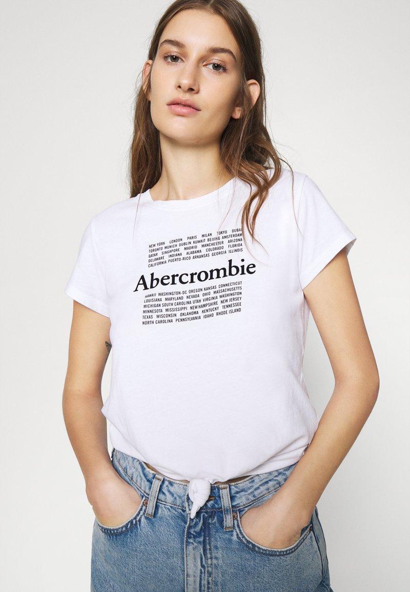 Abercrombie & Fitch COOL GIRL LOGO TEE - T-Shirt print - white/black/weiß WTwFfN