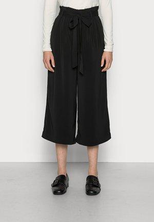 ANNELOT GILROY - Shorts - black