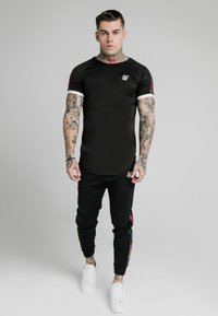 SIKSILK - FADE RUNNER TECH TEE - Camiseta básica - black - 0