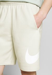 Nike Sportswear - CLUB - Shorts - light bone - 4