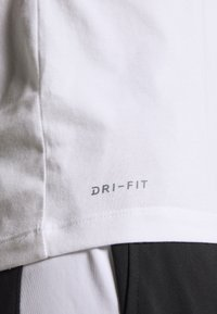 Jordan - JUMPMAN CREW - Print T-shirt - white - 5