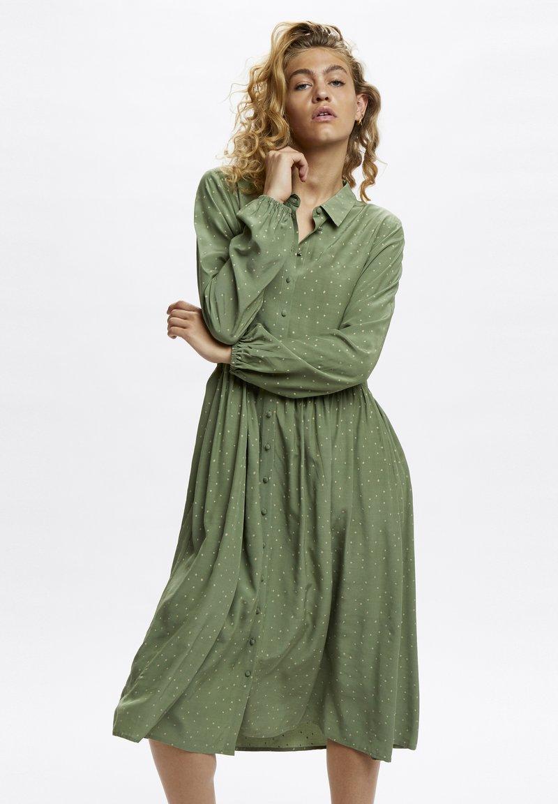 Denim Hunter - Shirt dress - oil green dot print