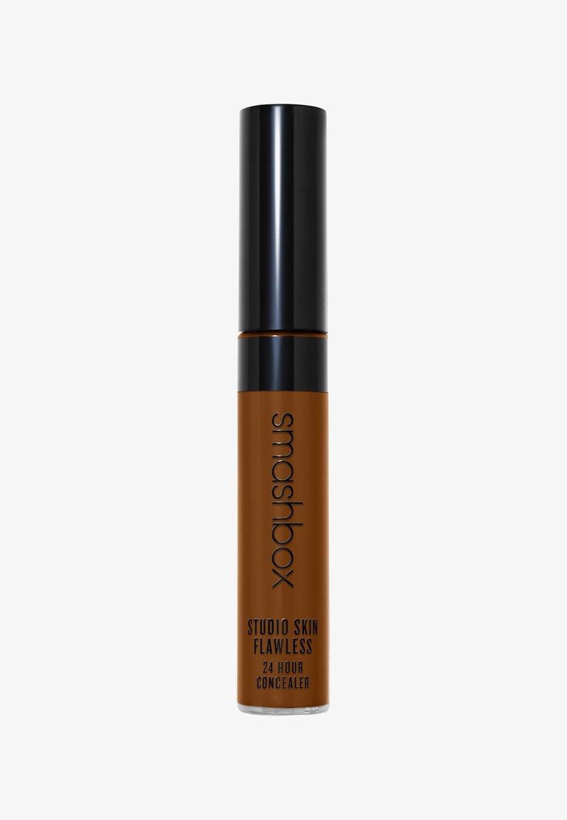 Smashbox - STUDIO SKIN FLAWLESS 24 HOUR CONCEALER 8ML - Concealer - 703c24- deep warm