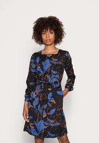 Thought - DEVERELL TIE FRONT DRESS - Denní šaty - black - 0