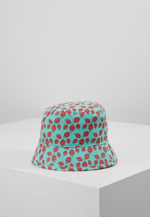 BABY STRAWBERRIES - Hattu - mint/red