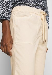 TOM TAILOR DENIM - UTILITY TRACK PANTS - Trousers - sand beige - 4