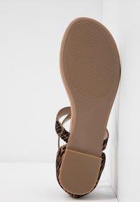 Call it Spring - FESTIVITY - Sandály s odděleným palcem - beige - 6