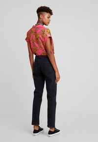 Vero Moda - VMSARA RELAXED - Relaxed fit jeans - black - 2
