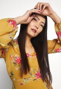 Wallis - FLORAL RUFFLE SLEEVE  - Day dress - mustard - 3