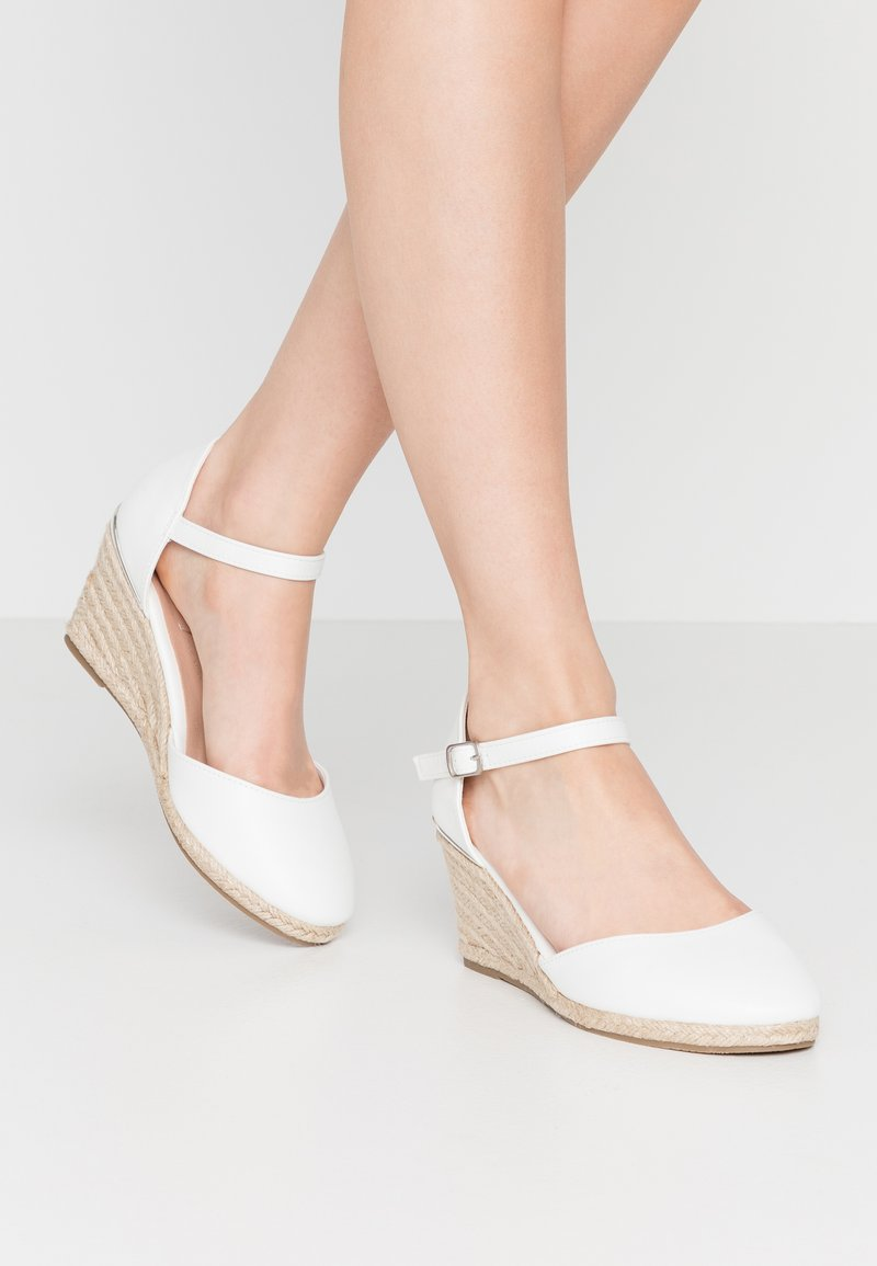 New Look Wide Fit - WIDE FIT SWIGGLE - Cuñas - white