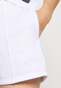 DKNY - MINI LOGO SHORT - Sports shorts - white - 4