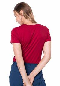 Jack Wolfskin - TECH T W - Sports shirt - scarlet - 1