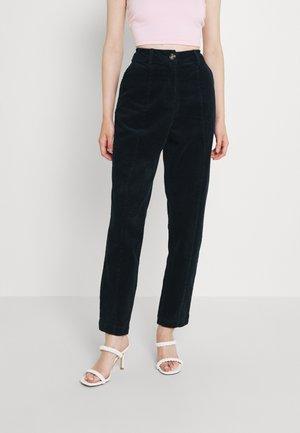 NUCHENOA PANT - Trousers - dark shadow