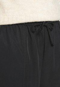 Monki - YASMIN JOGGERS - Teplákové kalhoty - black - 5