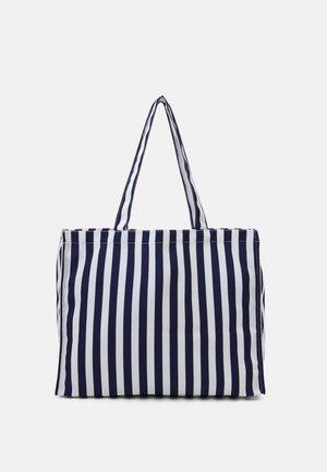 PCMALLY TOTE BAG - Bolso de mano - maritime blue/white
