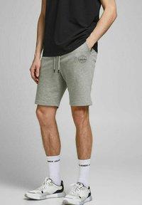 Jack & Jones - 2 PACK - Shorts - black, mottled black, grey - 1