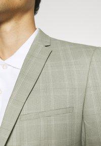 Viggo - SVENSKT SLIM SUIT - Suit - light grey - 7