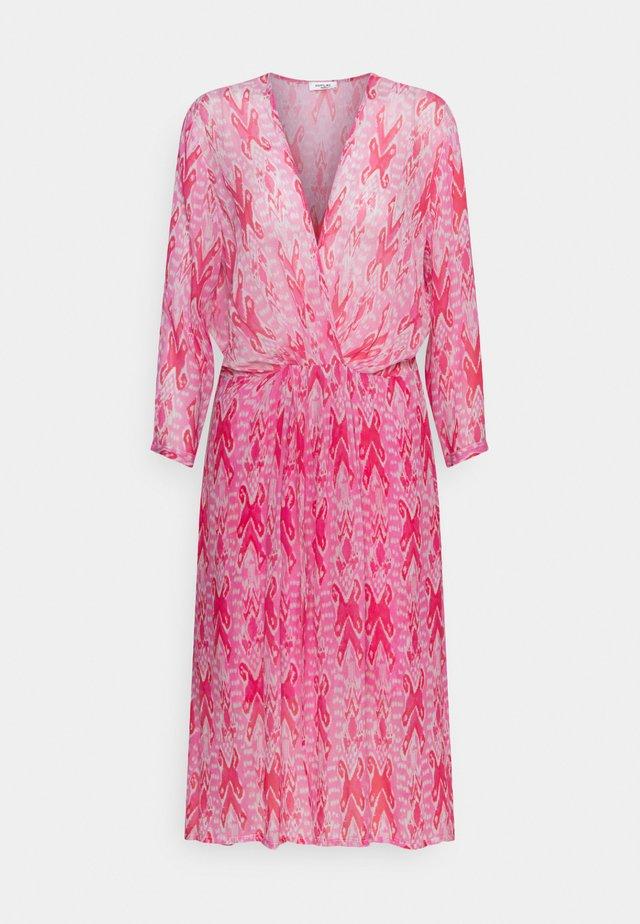 Sukienka letnia - ice/fuxia/rose