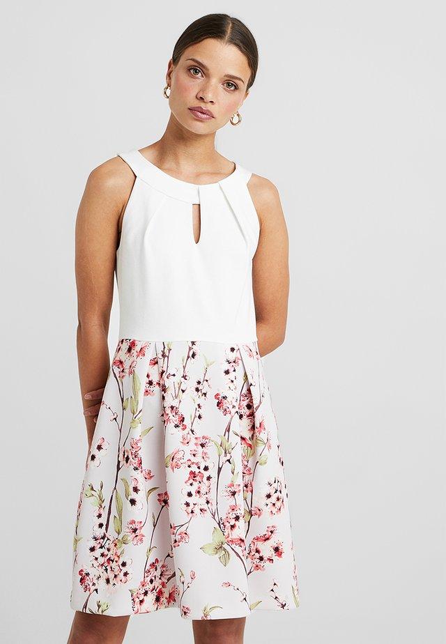 Jersey dress - white/rose