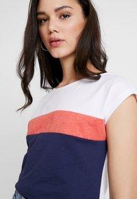 Even&Odd - Print T-shirt - red/dark blue - 4