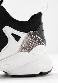 MICHAEL Michael Kors - WILLOW SLIP ON - Zapatillas - black/optic white - 2