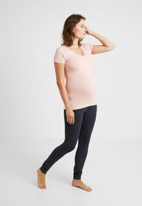 Noppies - NURS FLOOR SOLID - Pyjama top - silver pink - 1