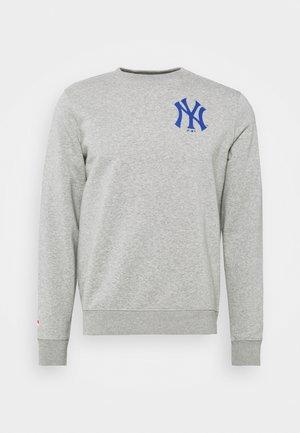 MLB NEW YORK YANKEESSUMMER CAMP GRAPHIC CREW - Mikina - sports grey