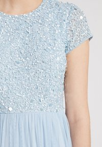 Lace & Beads - PICASSO CAP SLEEVE - Ballkjole - powder blue - 5